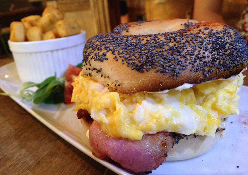 avenue-bar-brunch-bagel-2